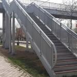 Стълбище и парапет на пешеходен мост - надлез пасарелка
